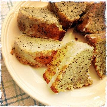 В тесто можно добавить немного мака, или корицы, или изюма