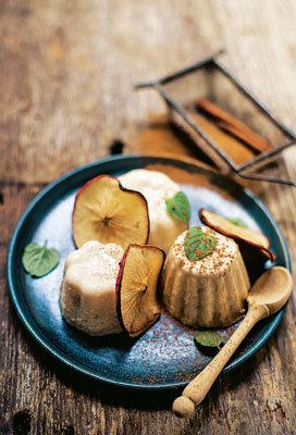 Пудинг с яблоками и орехами
