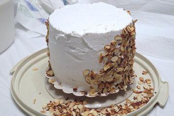 Торт обсыпать орехами