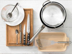 И соответствующая посуда