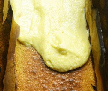 На выпеченный слой снова нанести тесто и выпечь