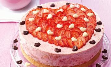 Торт с клубникой на День св. Валентина