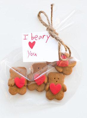 Если упаковать мило - то можно подарить этих чудных медвежат
