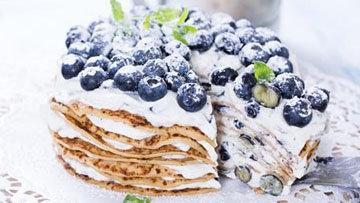 Торт из блинов с ягодами