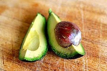 Вред авокадо заключается в его высокой калорийности