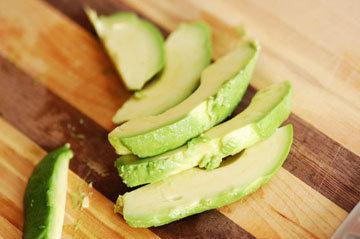 В кулинарии авокадо очень широко применяется