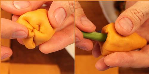 Закрыть верхний край и оформить морковку