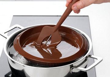 Можно вместо глазури использовать растопленный шоколад