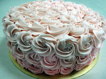 Покрыть весь торт сливками