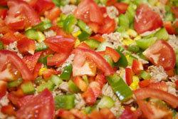 Все овощи помыть и нарезать кубиками