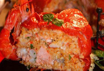 Пирог с рыбой - Сервировать пирог теплым