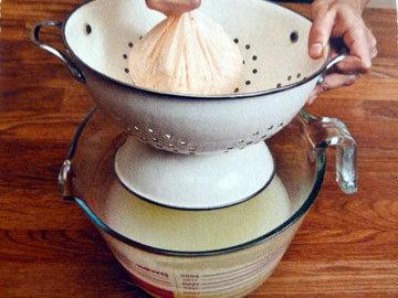 Рецепт домашнего сыра. Шаг 10