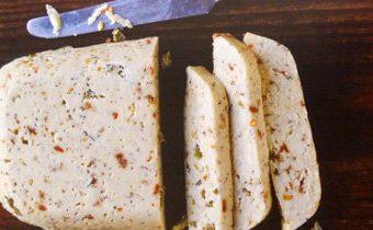 Рецепт домашнего сыра с перцем