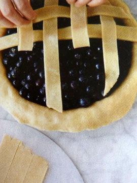 Пирог пай со сладкой начинкой (ягоды черники) 12