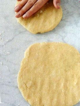 Пирог пай со сладкой начинкой (ягоды черники) 4