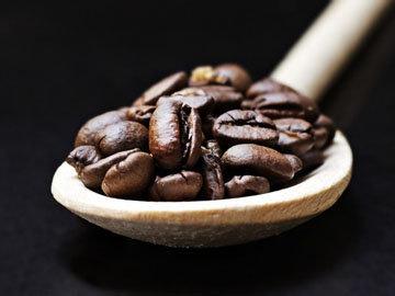 Кофейные зерна истолочь