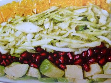 Капустный салат с авокадо