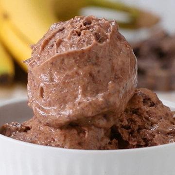 Десерт шоколадное мороженое