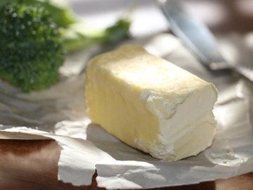 в пищу добавляют от 5 до 100 г сливочного масла