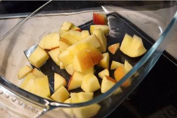 Кулинарный мастер класс Творожная запеканка с яблоками и сливовым повидлом 4