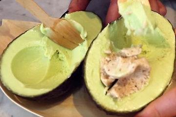 подать мороженое из авокадо