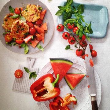 4. Салат с арбузом и рисовыми биточками