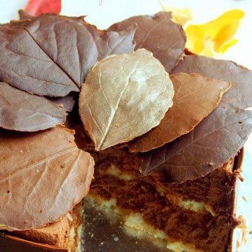 2. Торт с осенними листьями