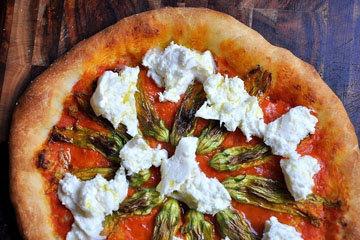 Burrata-and-zucchini-flower-pizza