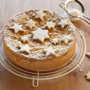Простое украшение торта печеньем Звезды