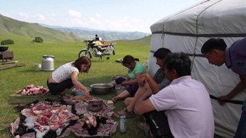 Блюда из мяса - основные в монгольской кухне