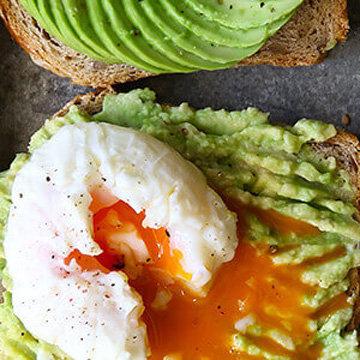 Бутерброд с авокадо и яйцом 1