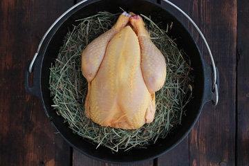 Курица на костре, приготовленная в сене 3