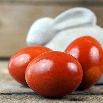 Как красить яйца в луковой шелухе 1