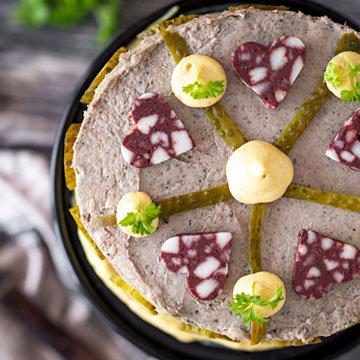 Рецепт бутерброда с колбасой в виде торта 1