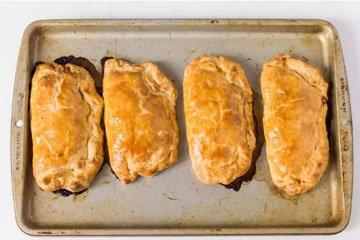 Традиционные пирожки с мясом и картошкой в духовке