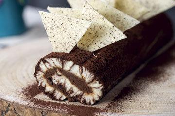 Ванильно-шоколадный бисквитный рулет с кремом Ураган
