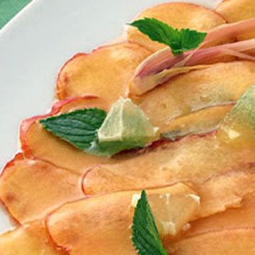 Карпаччо из персиков с маринадом