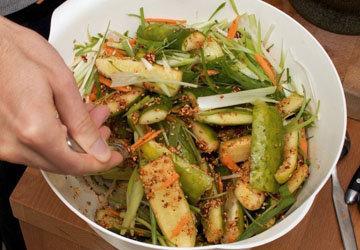 Рецепт соленых огурцов холодным способом аля Кимчи 3