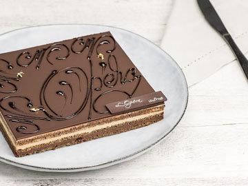 Gaston Lenôtre. Ленотр является создателем классического десерта — торта «Опера»