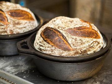 Без замеса испечь хлеб в духовке быстро и просто