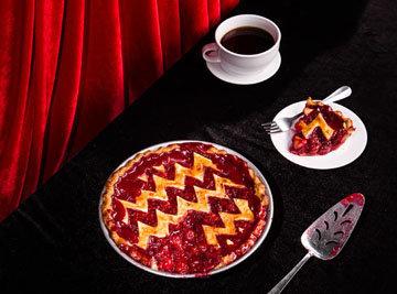 Найти подлинный рецепт для Twin Peaks Cherry Pie так же просто, как выяснить, кто убил Лору Палмер