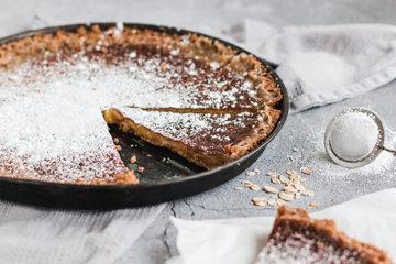 Посыпать пирог сахарной пудрой