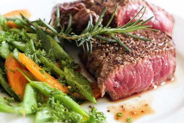 жареное мясо с гарниром