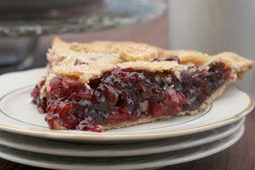 пирог, который нужно приготовить в разгар вишневого сезона