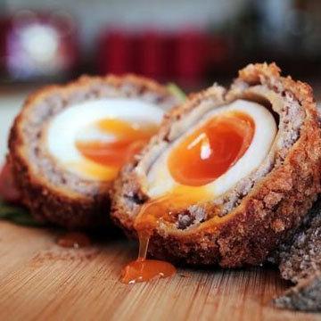 яйца по-шотландски с жидким желтком