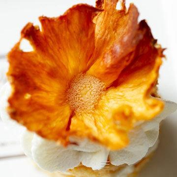 27a. Украшение торта. Ананасовые цветы