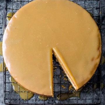 6. Соленый торт медовик