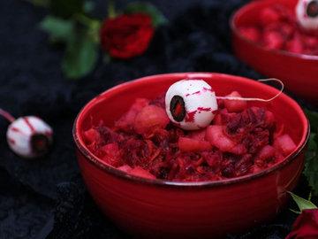 Кровавый салат из картофеля