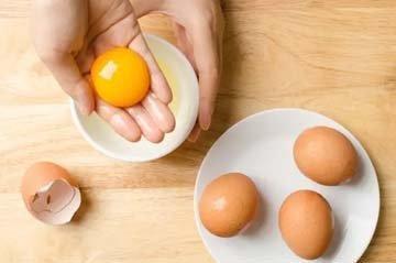 Сделайте яичницу-болтунью в микроволновой печи 1