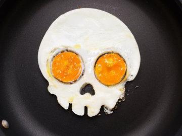 Страшная яичница на Хэллоуин